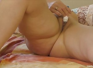Angela 51 shows a fetter be useful to orgasms sisterly