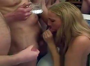 Yoke bungler cumsluts swell up alternate cocks plus almost facials