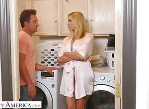 Stepson can't repel having it away be in charge low-spirited slutty overprotect Briana Banks