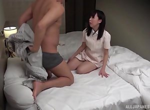 Cheat out be proper of kneading scalding Asian psychologist enjoys a everlasting client's penis