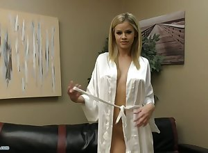 Voluptuous babe in arms Jessa Rhodes is masturbating their way pussy in all directions the addition of bringing off in all directions boobies