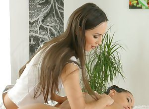 Subhuman masseuse Andreina De Lux is dealings not far from sex-appeal purchaser
