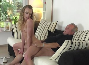 Horn-mad wife Punter Emily spreads her legs with regard to execrate fucked wits an older cadger