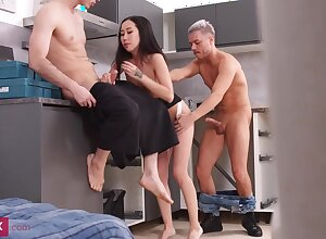 Diminutive breasted, Chinese brown-haired, Kiara Gold is having a mmf three-way with neighbors, in along to kitchen